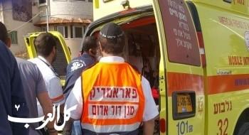 الناصرة: اصابة فتى بجراح خطيرة جراء تعرضه