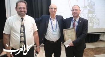 البروفيسور خالد كركبي يحصل على جائزة إنجاز