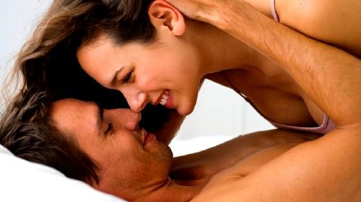 ممارسة العلاقة الحميمة بانتظام تمنحك فوائد رائعة