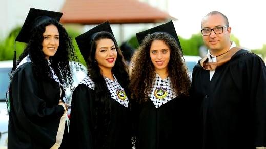 كلية غرناطة تحتفل بتخريج طلابها