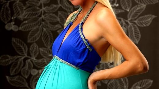 كيف اختار فستان سهرة مناسبًا للرضاعة؟