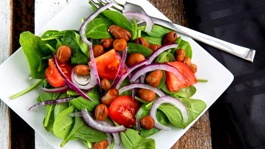 سلطة الروكا مع البصل.. لذيذ وغنية بالفوائد
