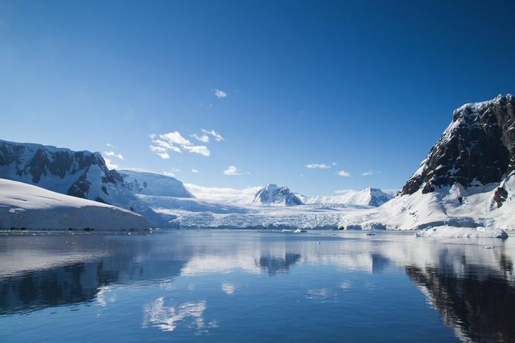 نتيجة بحث الصور عن حوالي 1 ٪ من مساحة القارة الإجمالية خالية تمامًا من الجليد بشكل دائم، وتسمى هذه المناطق بالوديان الجافة أو الواحات القطبية الجنوبية. و