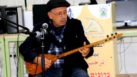 الفنان الموسيقي سالم درويش يغني من الحانه