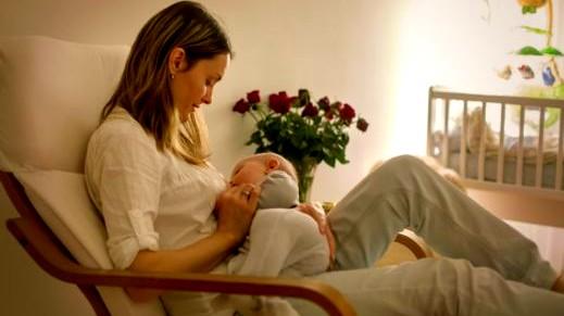 إليك: طريقة الرضاعة الطبيعية الصحيحة