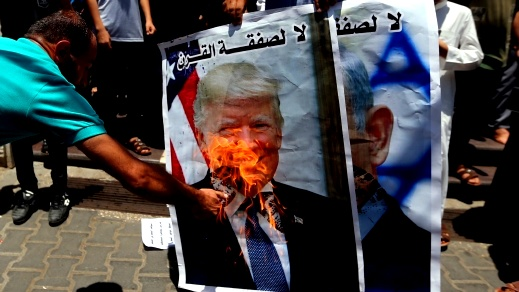 جرحى في غزة و18 حريقا في المستوطنات