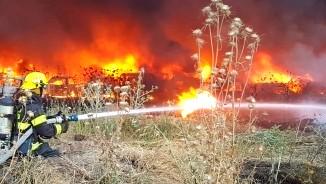 اندلاع حريق بشاحنة في وادي سلامة