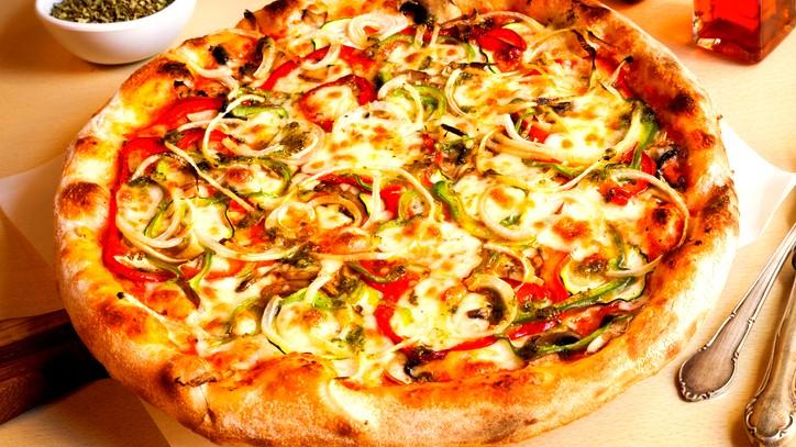 بيتزا الخضار.. لذيذة وسهلة التحضير
