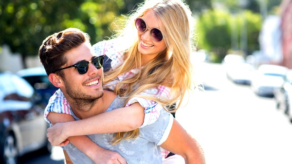 6 علامات تؤكد حب زوجك لكِ سيدتي