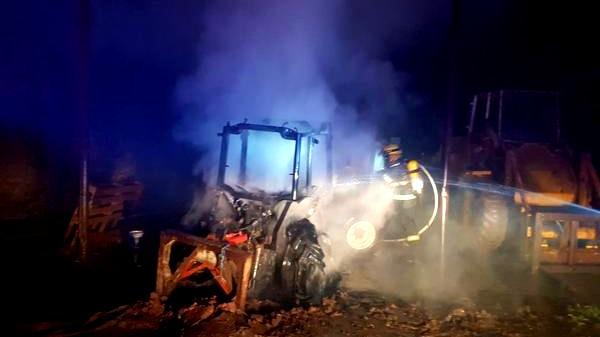 الريحانية: حريق بجرّار زراعي ومخزن قش