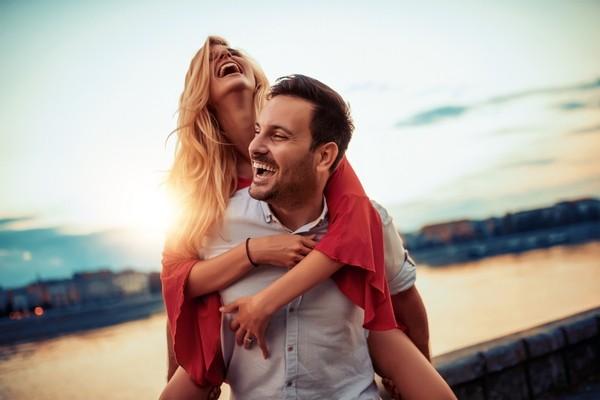 كيف يستمر الحب بعد انتهاء شهر العسل؟ 4 نصائح سحرية