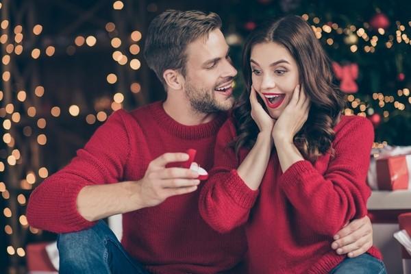 علامات تدل على أن شريكك يفكر بالإرتباط بك قريباً!