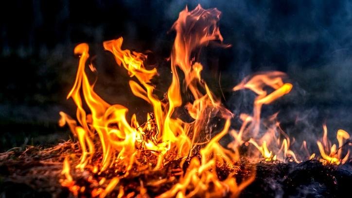 كيف اكتشف الانسان النار؟