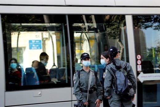 الحكومة تنظر بفرض الإغلاق على مناطق ومدن أخرى | كل العرب