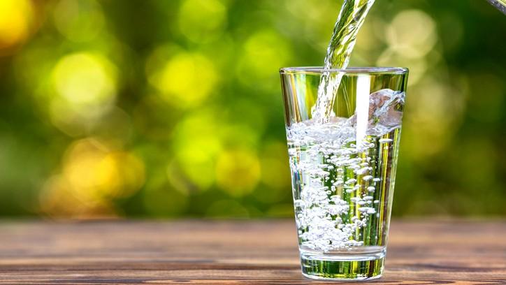 لماذا يجب أن نشرب الماء في الحرّ؟