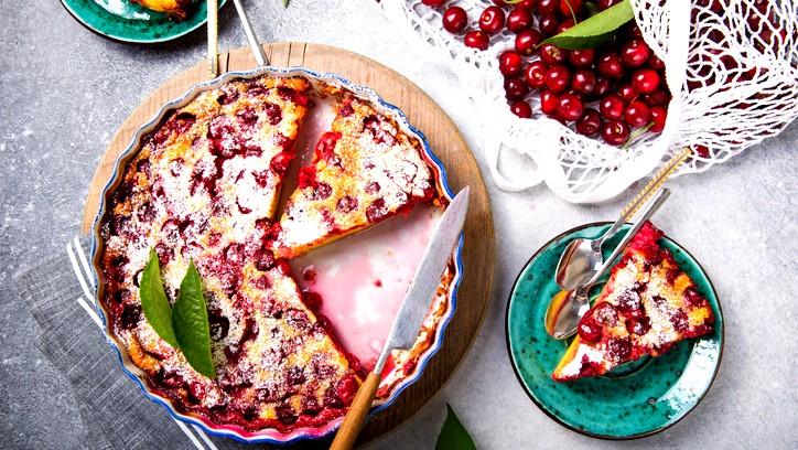 كعكة الفواكه مع الكرز.. صحتين