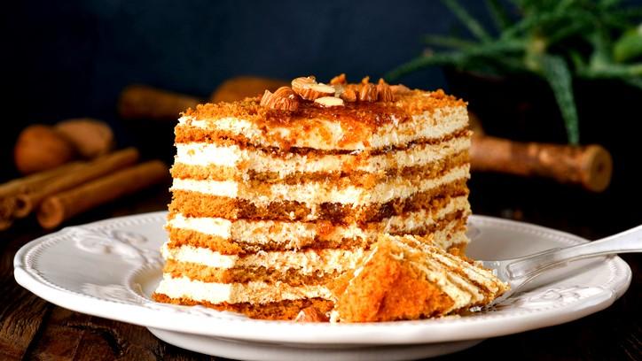 حضّري كعكة العسل بالبسكويت