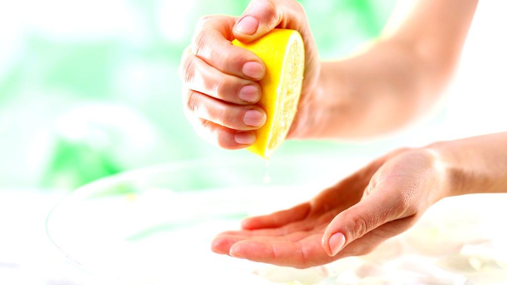 استخدمي الليمون للتخلّص من الجلد الميت
