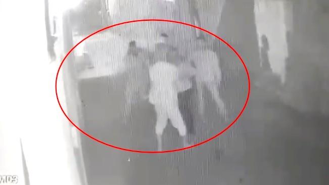 فيديو  رجل من المشيرفة يطعن شقيقه