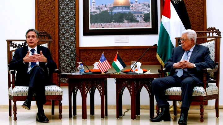 عباس لبلينكن: الجانب الفلسطيني ملتزم بالمقاومة الشعبية