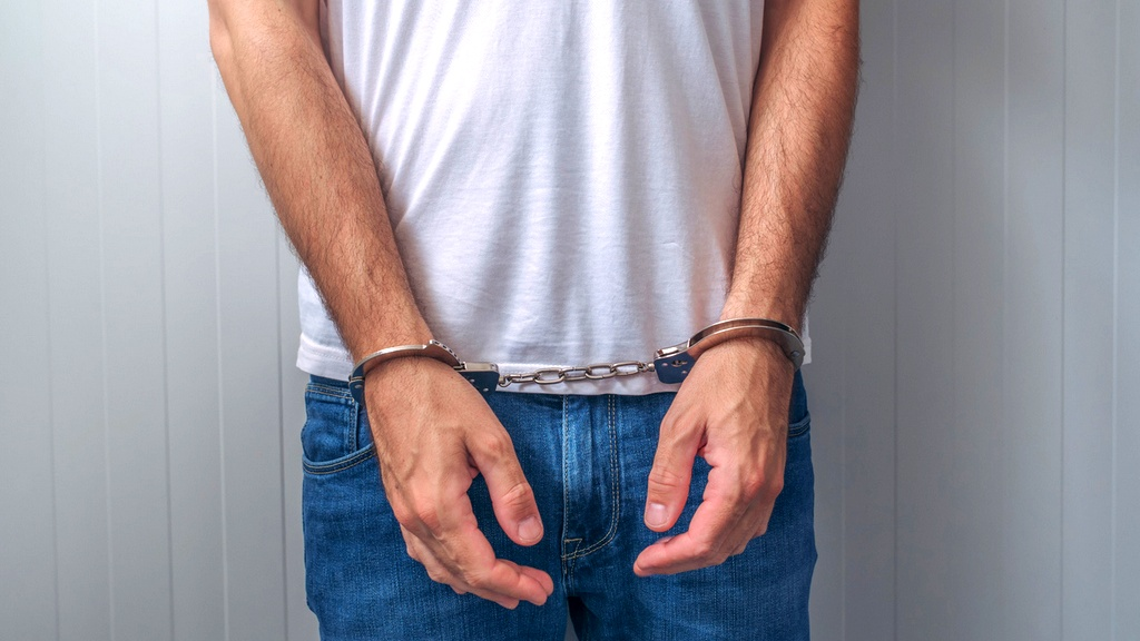 تل أبيب: اعتقال شاب من الضفة