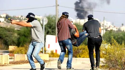مُستعربون يعتقلون مشتبهين بإلقاء حجارة بمخيم شعفاط