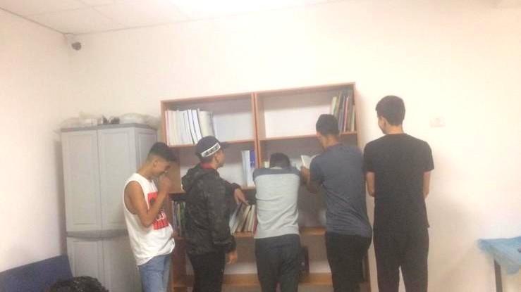 طلاب من مدرسة القمة بالقدس يبادرون لإقامة مكتبة