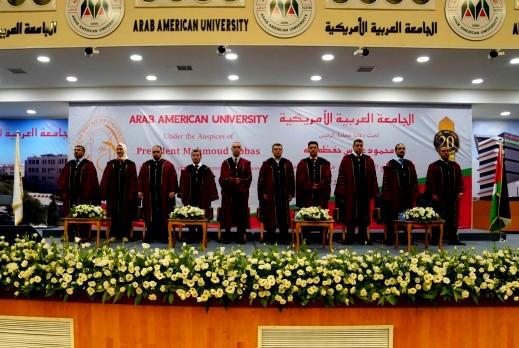 العربية الأمريكية تحتفل بتخريج