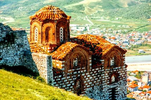 طيروا معنا إلى ألبانيا