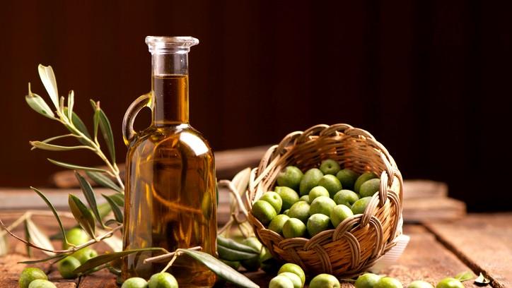 ما هي طريقة حفظ زيت الزيتون؟