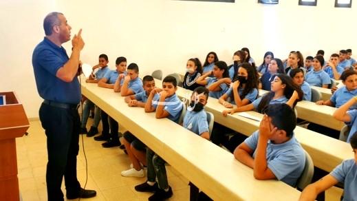 مجد الكروم: اعدادية محمود درويش تناشد طلابها