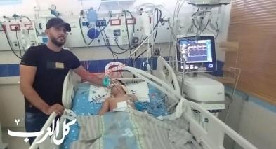 شاهد  إبراهيم عبد الهادي بجانب سرير طفله المصاب بالرصاص: لا أريد تدخل الشرطة فلن تفيدنا بشيء!