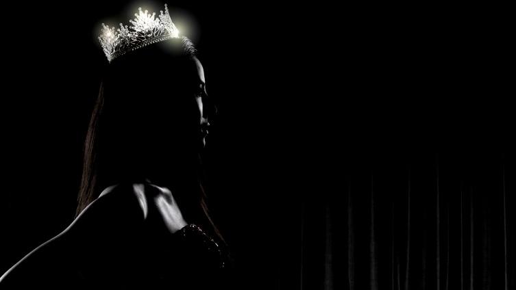 ملكة جمال تتخلى عن عرشها بسبب كورونا!