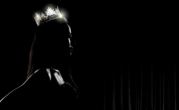 ملكة جمال تتخلى عن