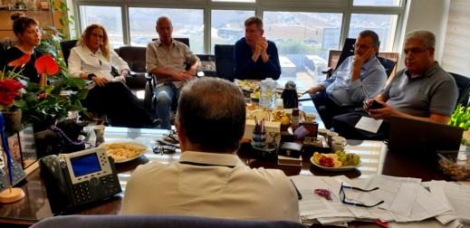 بلدية الناصرة تجتمع مع