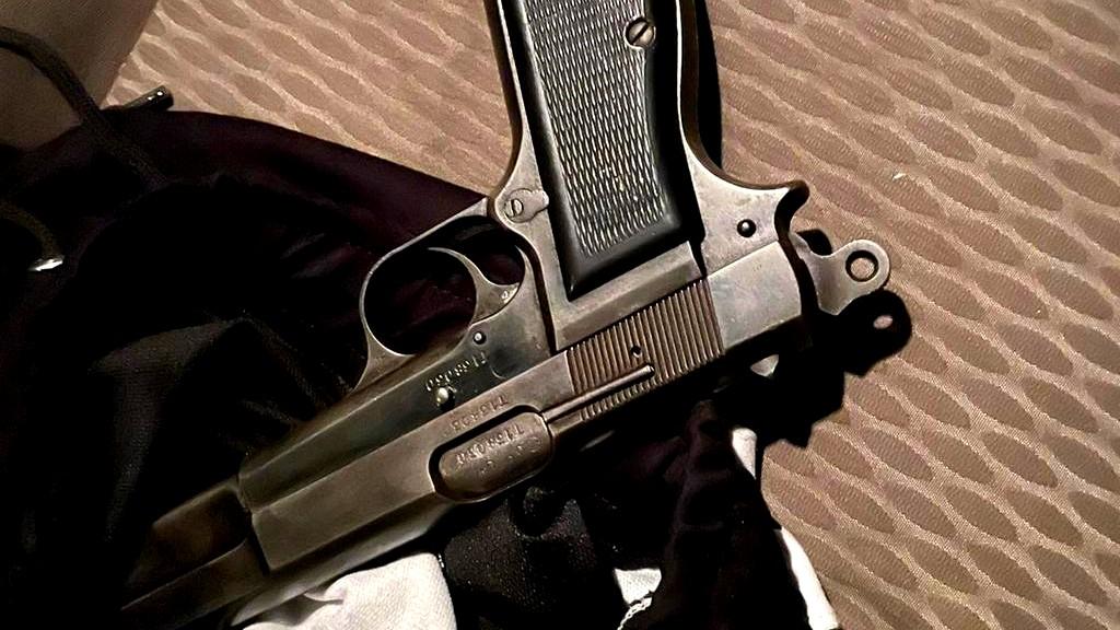 اعتقال مشتبهين عربيين متلبسين بحيازة مسدس بسيارة