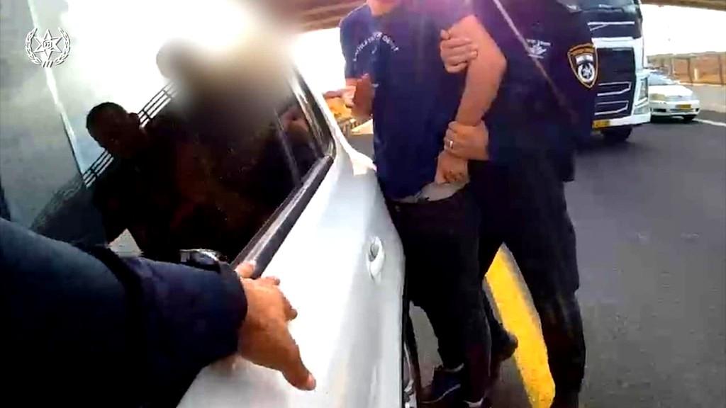فيديو- الشرطة تنشر توثيقا لعملية انقاذ شابة عربية