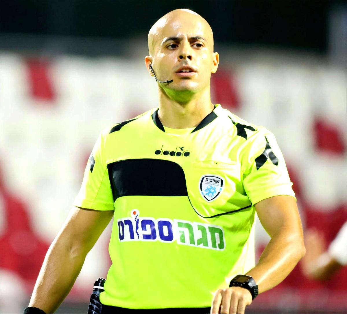 نائل عودة يحكم مباراة