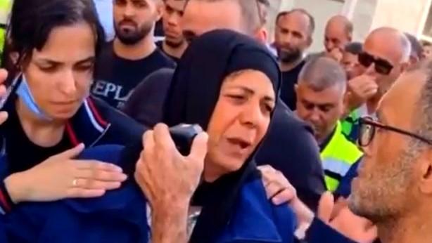 والدة الشاب المغدور جهاد حمود من ديرحنا تبكيه بحرقة