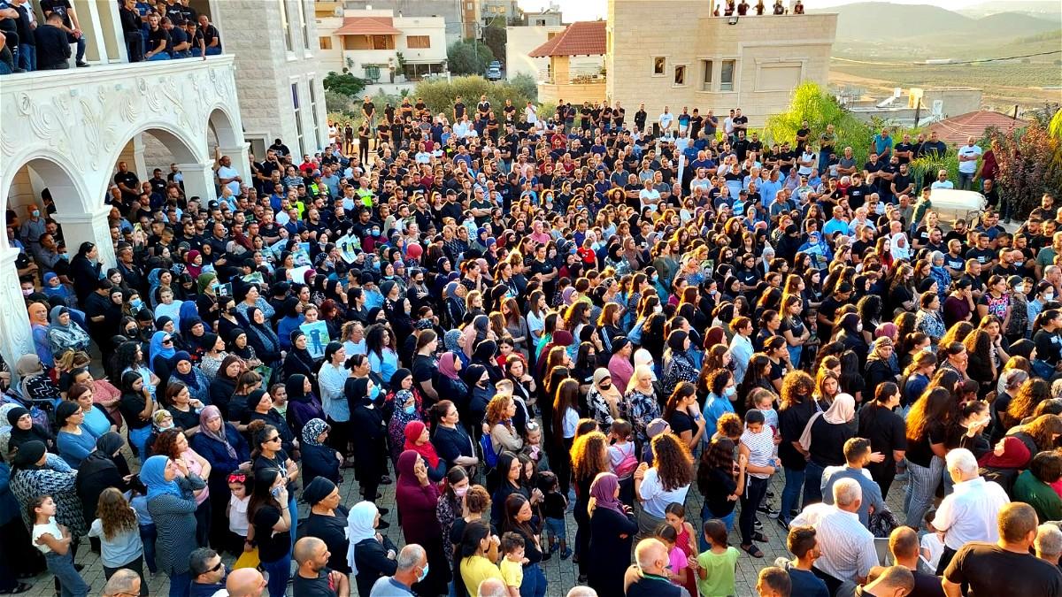 ديرحنا: الالاف يتظاهرون احتجاجا على الجريمة