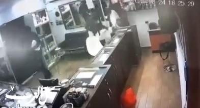 توثيق سرقة محل مجوهرات في مدينة بئر السبع من قبل 4 ملثمين