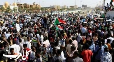أنباء عن انقلاب بالسودان| اعتقال وزراء ومسؤولين وقطع الاتصالات وسط تعزيزات عسكرية