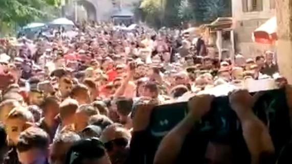 القدس تشيّع ضحية الحادث محمود الحاج خليل