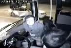 مشاهدة فيديو مقطع سائق باص متهور مجنون 2014 اون لاين مباشرة بجودة عالية بدون تحميل