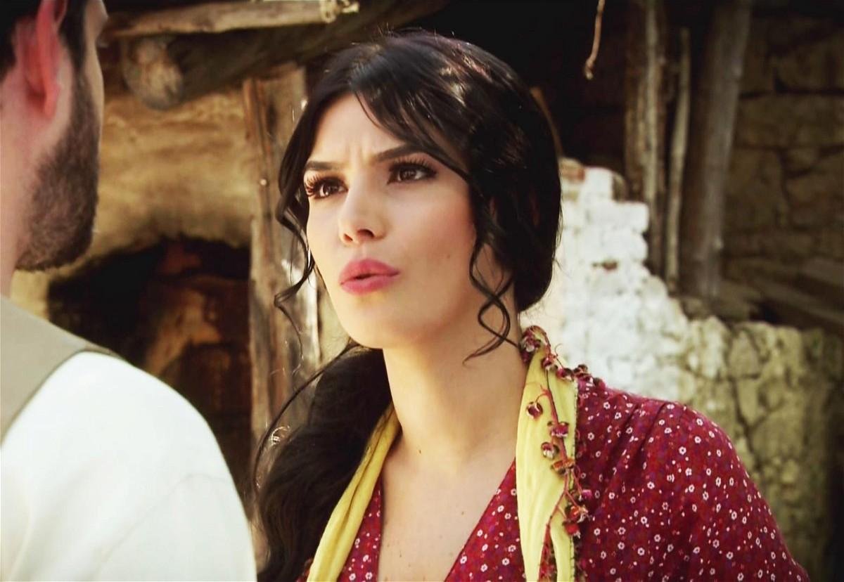 مشاهدة مسلسل عائلة كاراداغ الحلقة 62 الثانية والستون مدبلجة كاملة 2013 اون لاين مباشرة كواليتي عالية على العرب بدون تحميل