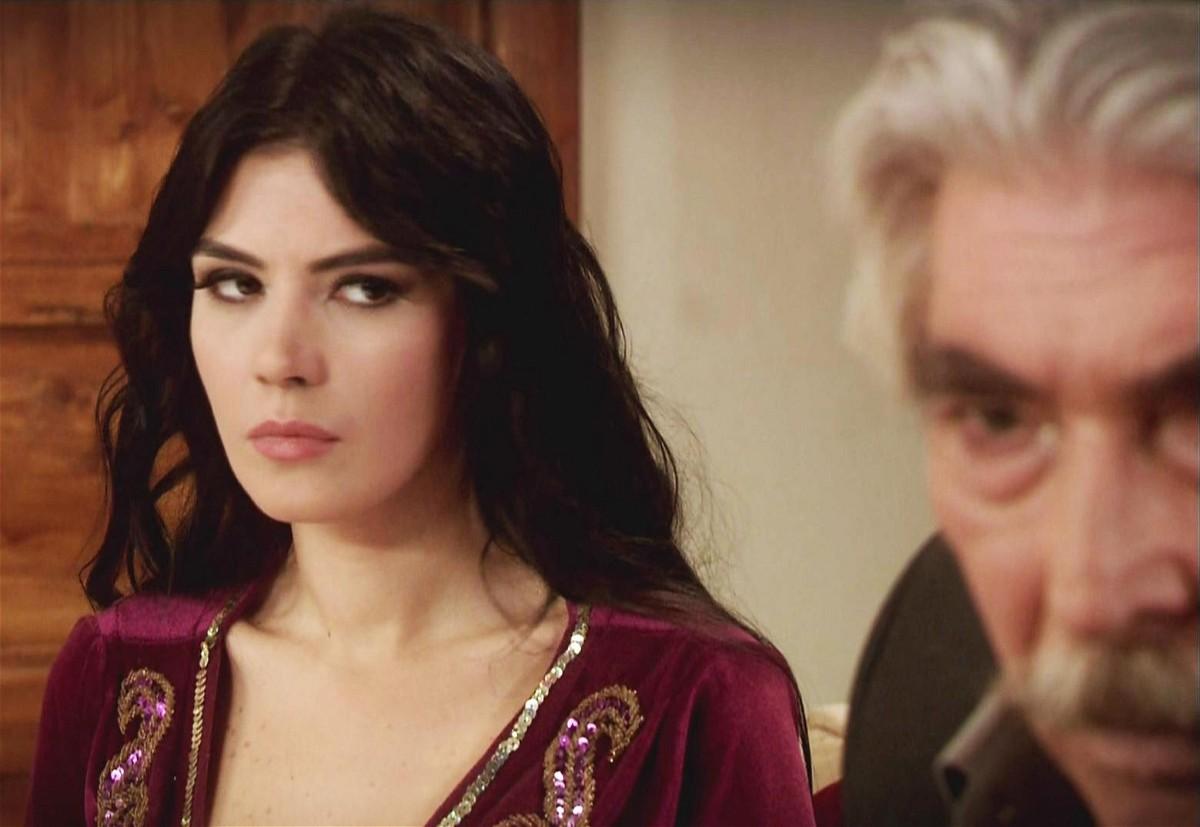 مشاهدة مسلسل عائلة كاراداغ الحلقة 70 السبعون مدبلجة كاملة 2013 اون لاين مباشرة كواليتي عالية على العرب بدون تحميل