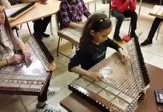 الطفلة سلوى تعزف ع القانون وتبهر الجمهور 2016