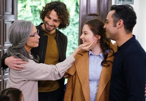 حكاية عائلة الحلقة 2 مترجمة HD