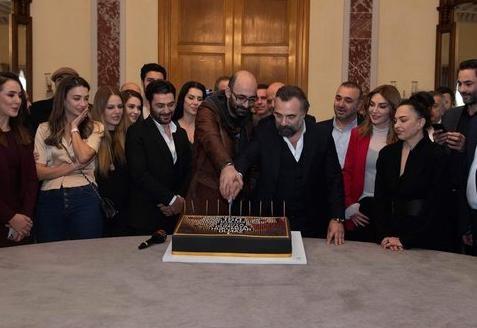 احتفال طاقم مسلسل قطاع الطرق بانتاج الحلقة 150 مترجمة HD انتاج 2019